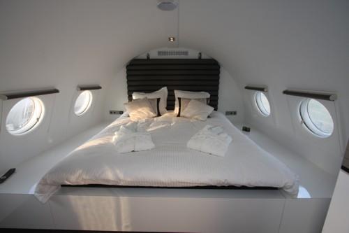 bijz1889 7 Отель самолет прямо на взлетно посадочной полосе. otdyih na prirode %d0%bc%d0%b5%d0%b1%d0%b5%d0%bb%d1%8c